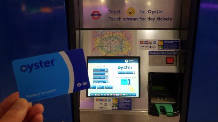 ロンドンでの交通機関で使えるプリペイドカード「オイスターカード」