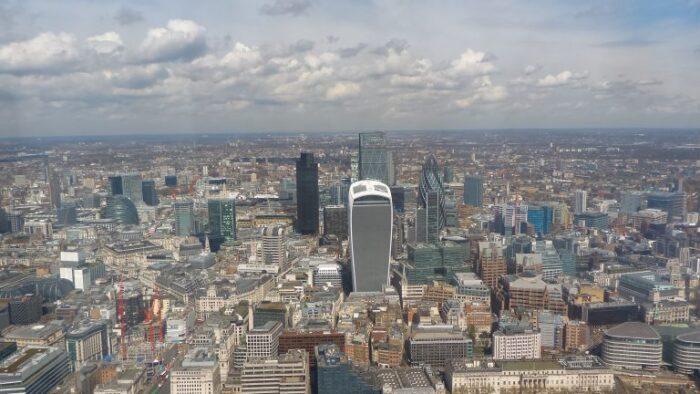 ロンドンは古風な建物、モダンな建物がびっしり