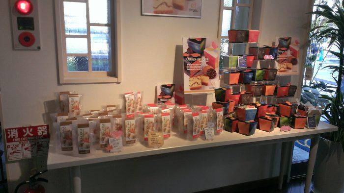 店内はお菓子やケーキでいっぱい!