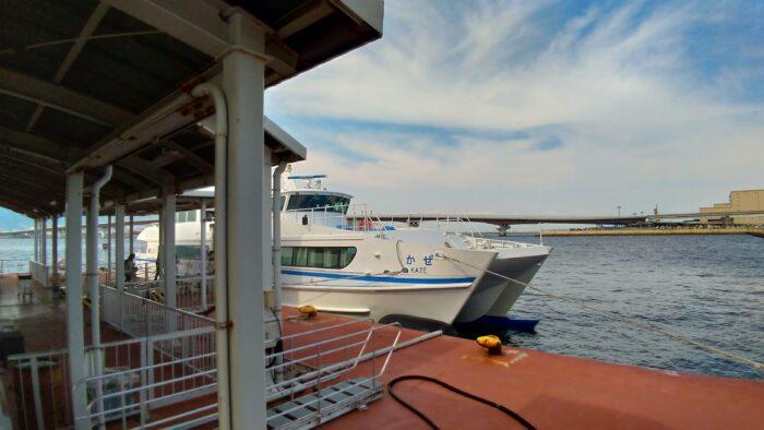 2隻の双胴高速艇
