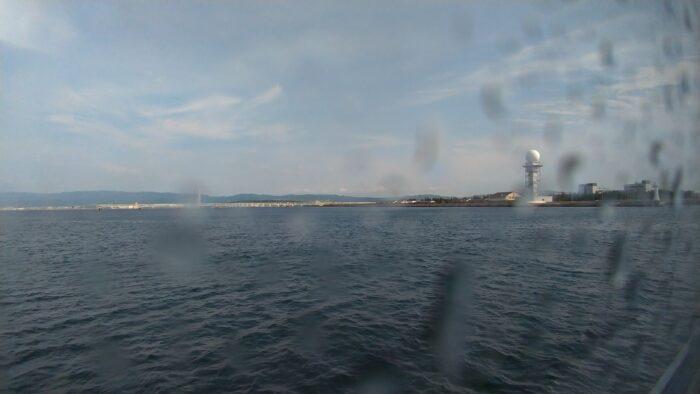 海上アクセスターミナルを出航